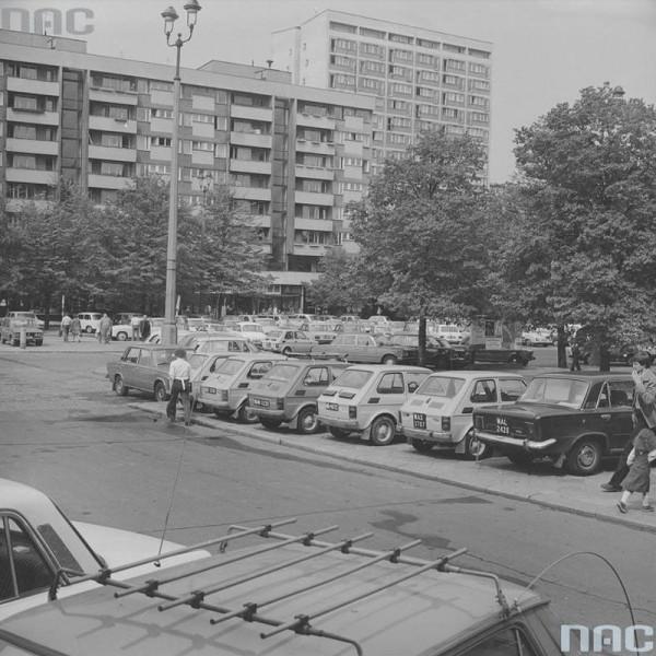 Fiaty 126p zmotoryzowały Polskę (fot. nac.gov.pl)