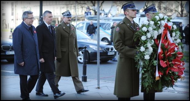 Prezydent złożył kwiaty przed pomnikiem Józefa Piłsudskiego (fot. www.tvn24.pl)
