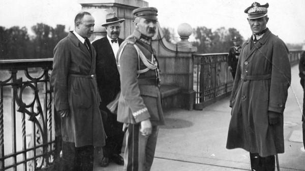 Marszałek Piłsudski i Generał Gustaw Orlicz-Dreszer na moście Poniatowskiego w Warszawie 12 maja 1926 r. (fot. wikipedia.org)