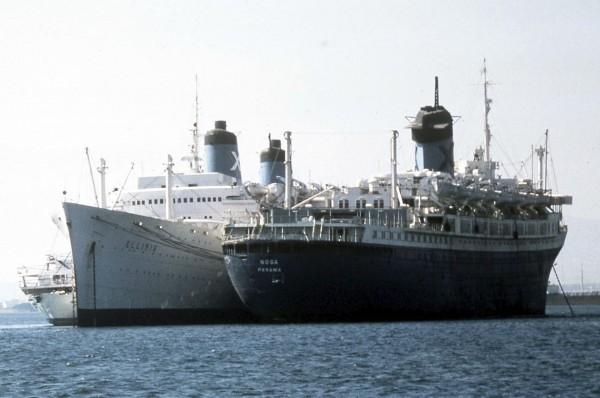 America tutaj jako SS Noga w Pireusie, październik 1981 roku obok liniowca SS Illinois (fot. Peter Davey)