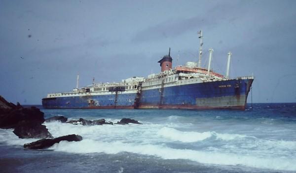 Wrak SS American Star niedaleko brzegu Fuerteventury w 1994 roku , już po pęknięciu kadłuba