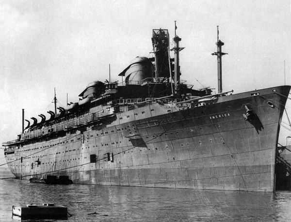 America podczas prac wykończeniowych - 1940 rok (fot. ssmaritime.com)