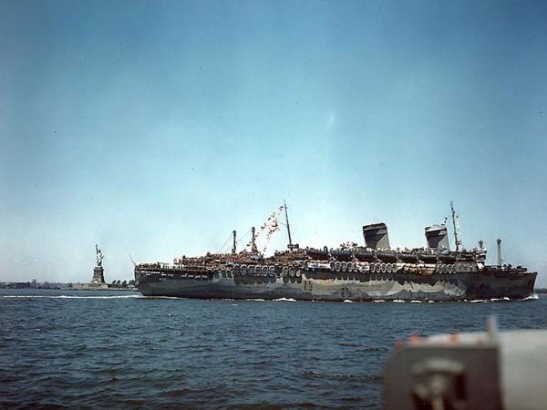SS America jako USS West Point w Nowym Jorku w 1945 roku (fot. wikipedia.org)