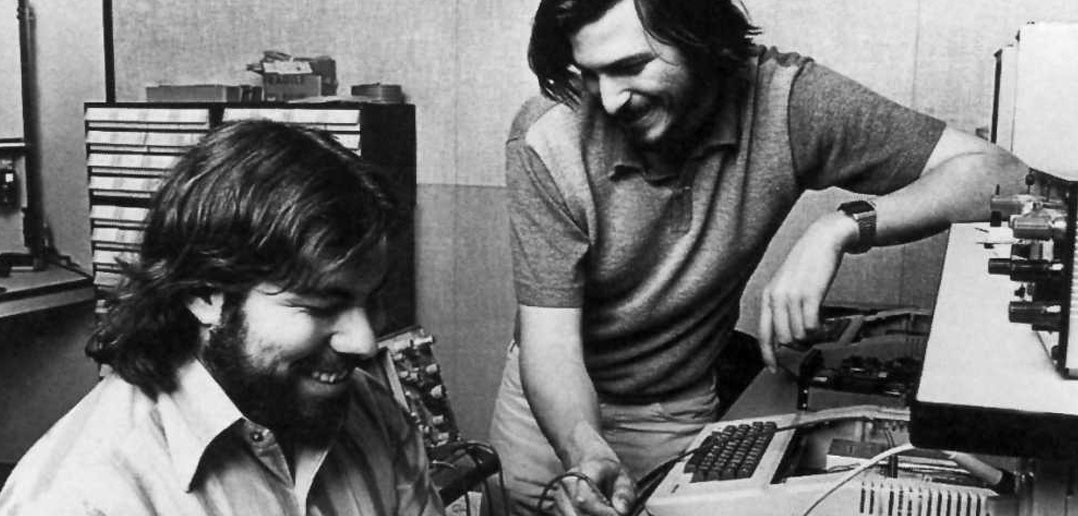 Steve Jobs i Steve Wozniak (fot. www.splashnology.com)
