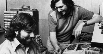 Steve Jobs i Steve Wozniak (fot. www.splashnology.com)