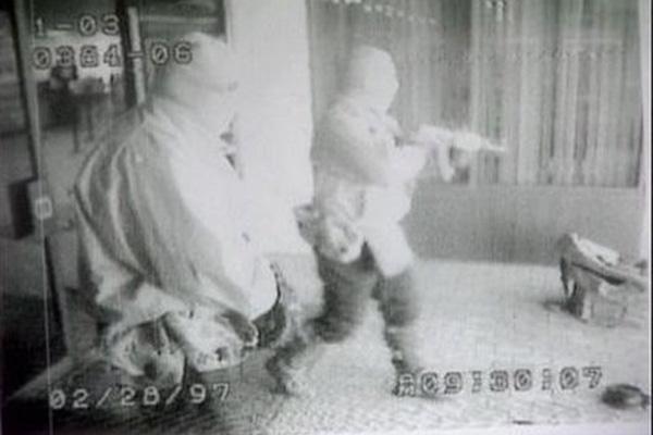 Napastnicy uchwyceni przez kamerę monitoringu