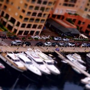 Port w Monako wyglądający jak makieta (fot. Michał Banach)