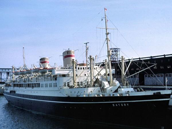 Batory w porcie w Halifaxie w 1966 (fot. stefanbatoryoceanliner.weebly.com)