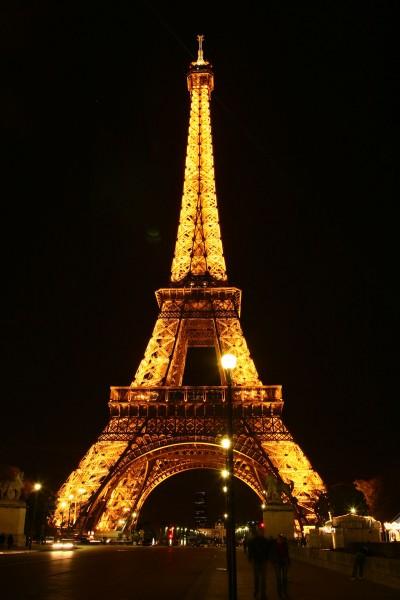 Wieża Eiffla w nocy (fot. zbiory autora)