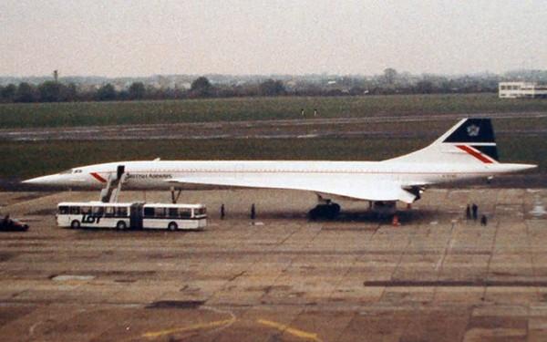 Concorde na lotnisku w Warszawie (fot. Tom Vein/lotnictwo.com.pl)
