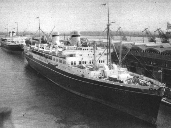 Batory w Gdyni w 1937 roku
