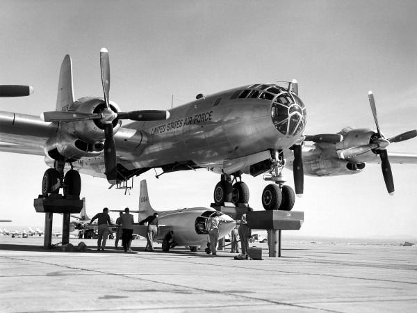 Bell X-1 i jego nosiciel - bombowiec B-29