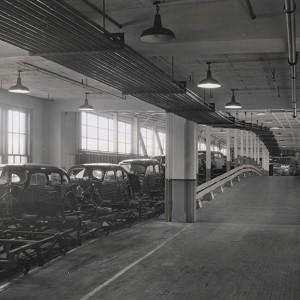 Linia montażowa samochodów Packard - 1941/1942 rok (fot. DetroitUrbex)