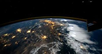 Zachód słońca nad Ameryką Południową (fot. NASA)