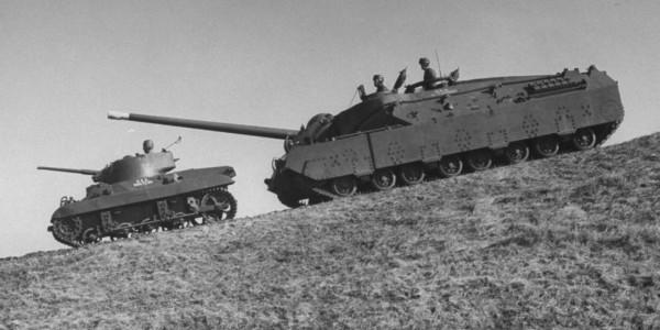 Dwa odmienne prototypu - lekki czołg powietrznodesantowy M22 Locust i czołg super ciężki T28