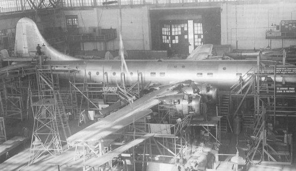 Tu-75 podczas budowy