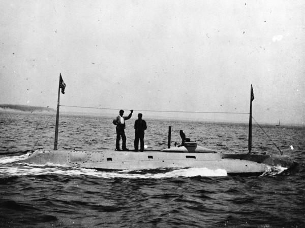 USS Holland podczas testów (fot. www.navalhistory.org)