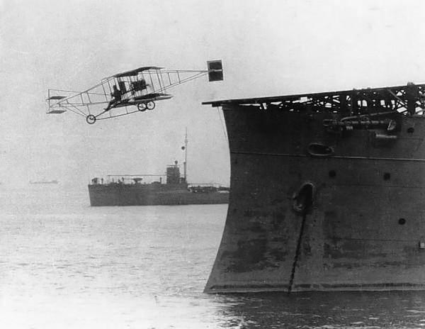 Eugen Ely startujący z pokładu lekkiego krążownika USS Birmingham - 14 listopada 1910 roku