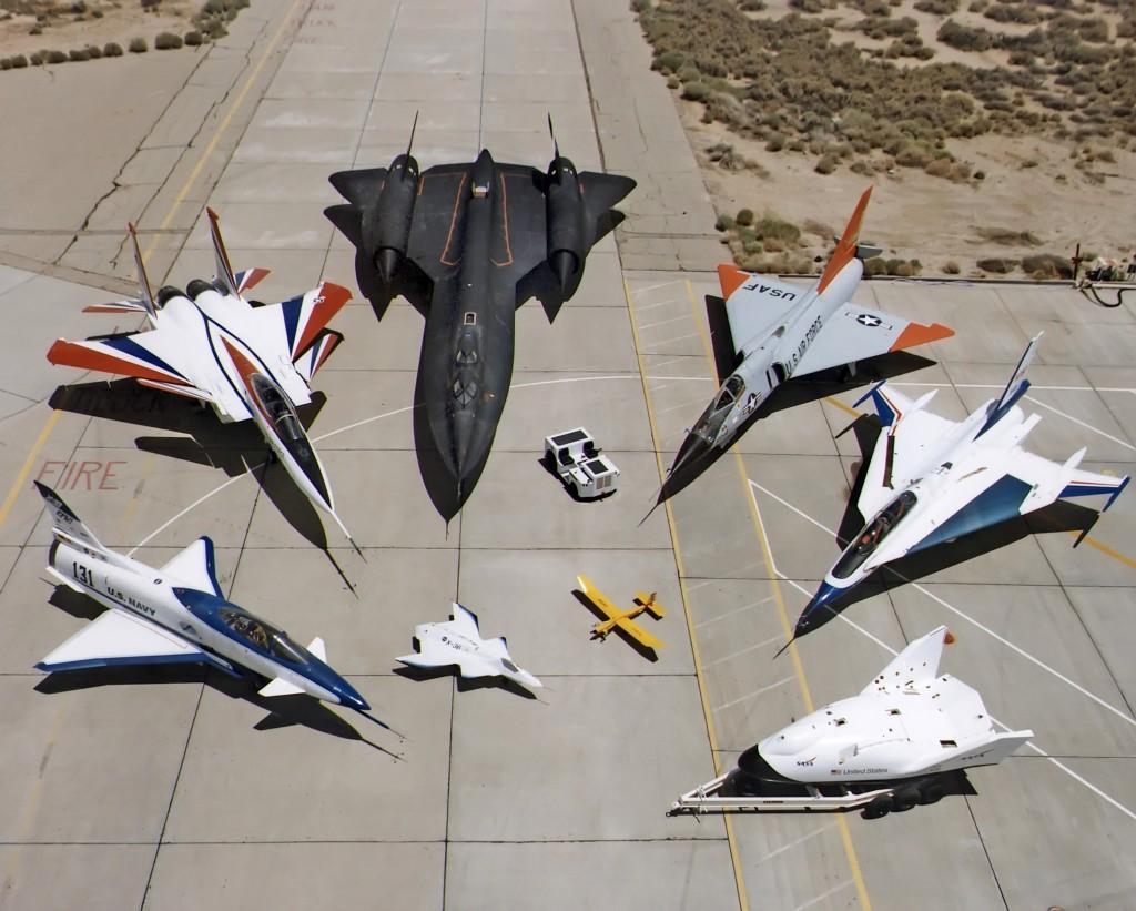 Flota samolotów NASA z Dryden Flight Research Center: X-31, F-15 ACTIVE, SR-71, F-106, F-16XL, X-38, oraz zdalnie sterowany X-36. Zdjęcie z 1997 roku (fot. NASA)