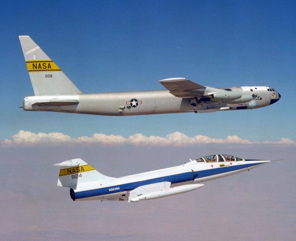 Boeing NB-52B (B-52) o nazwie własnej Balls 8 i TF-104G (fot. NASA)