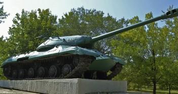 IS-3 w miejscowości Konstantynówka na Ukrainie