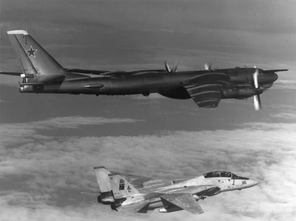 1 października 1985 roku - F-14A Tomcat i Tu-95D