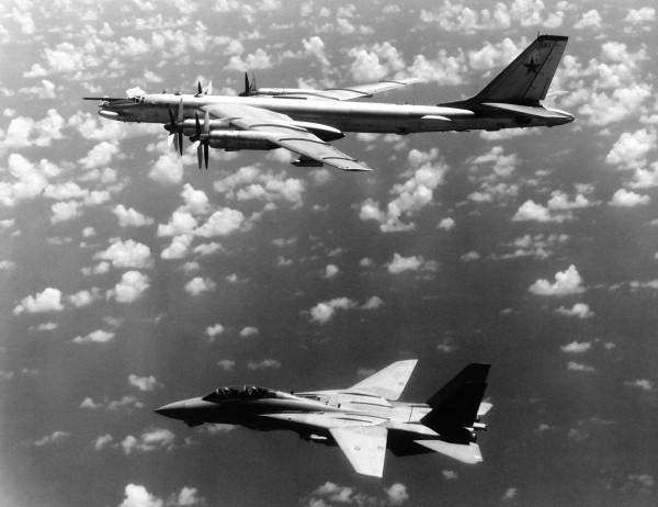 1985 rok - F-14 Tomcat i Tu-95G