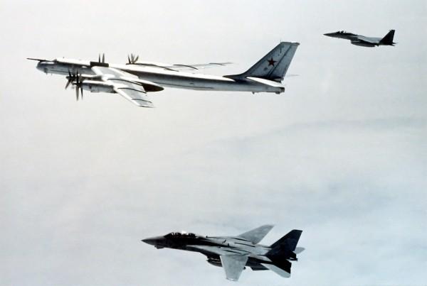 F-14 i F-15 eskortujące Tu-95H niedaleko Alaski - 29 maja 1987 roku