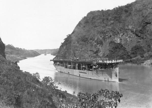 USS Langley podczas rejsu kanałem Panamskim - 16 listopada 1924 roku