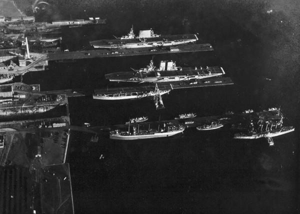 Pierwsze trzy lotniskowce USA - Langley (CV-1), Lexintgton (CV-2) i Saratoga (CV-3) w Waszyngtonie 11 listopada 1929 roku