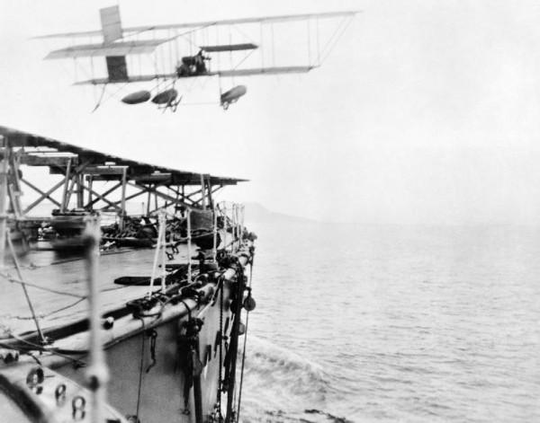 Charles Samson startujący z pokładu HMS Hibernia - 9 maja 1912 roku