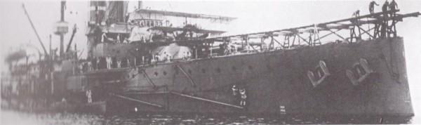 HMS Hibernia z specjalną rampą startową - taką samą jak na HMS Africa i HMS London