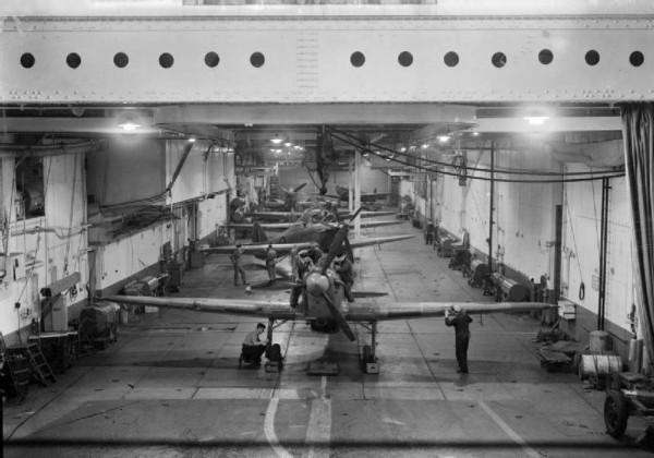 Hangar HMS Argus podczas II wojny światowej - około 1943 roku