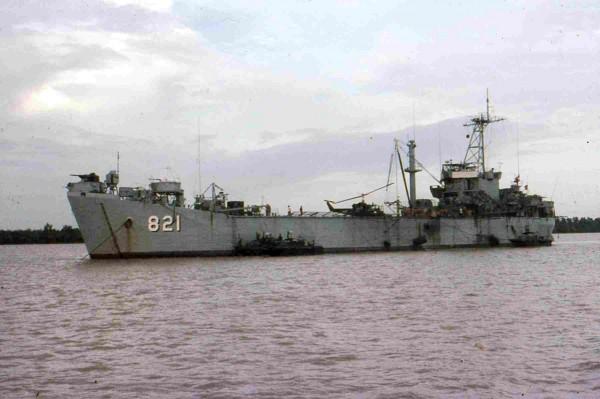 USS Harnett County w Wietnamie (fot. Jim Swank)