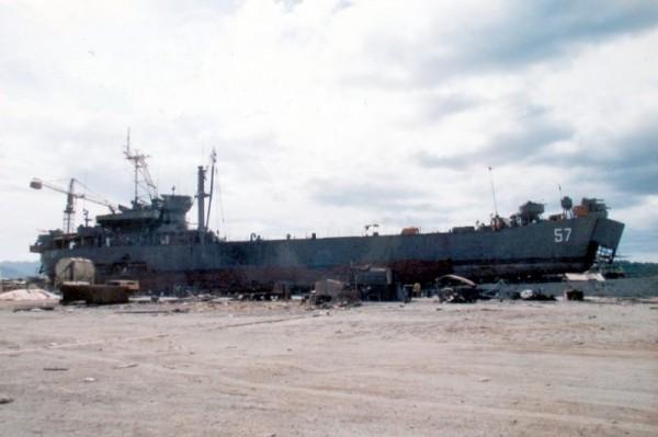 USS Harnett County już jako BRP Sierra Madre przygotowywany do nowej roli (fot. Edison Sy)