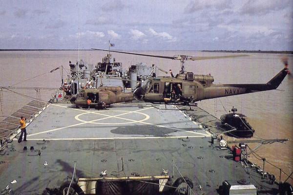 Lądowisko dla helikopterów na pokładzie USS Harnett County (fot. timawa.net)