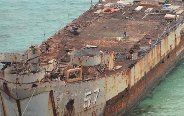 Pokład BRP Sierra Madre jest w opłakanym stanie (fot. laststandonzombieisland.com)
