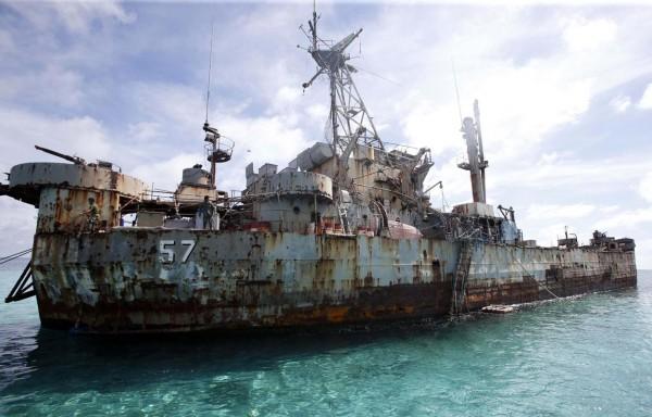Wyraźnie widać, że okręt jest w opłakanym stanie (fot. adventistonline.com)
