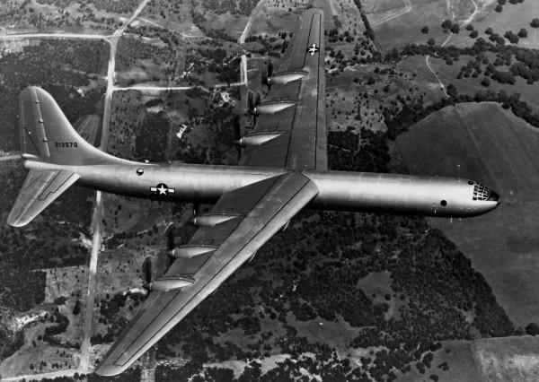 B-36 w całej okazałości. Na zdjęciu dobrze widać jego rozmiary