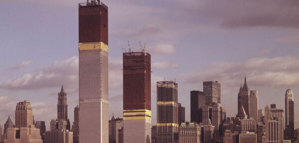 Wieże World Trade Center podczas budowy
