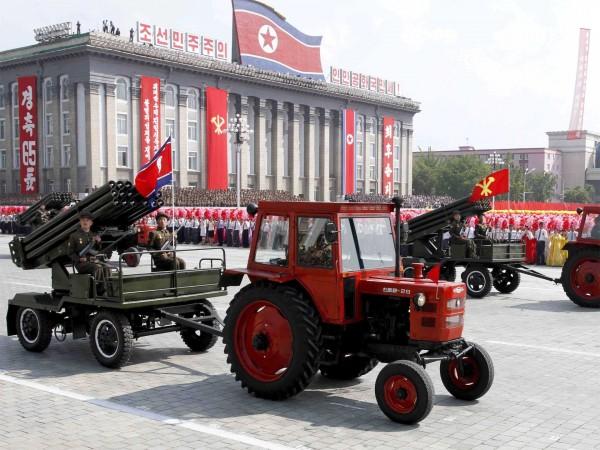 """Północnokoreański """"traktor bojowy"""" w roli ciągnika artyleryjskiego"""