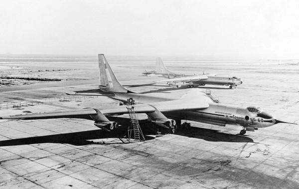 YB-60 na pierwszym planie, a na drugim B-36