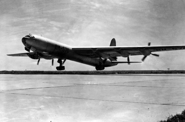 Prototyp XB-36 podczas startu