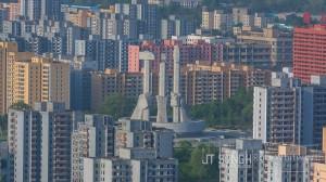 Enter Pyongyang (fot. Rob Whitworth & JT Singh)