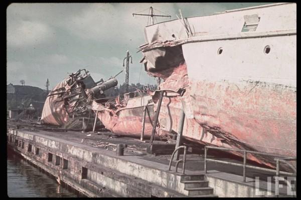 Wraki polskich statków w Gdyni, wydobyte przez niemców (fot. Hugo Jaeger)