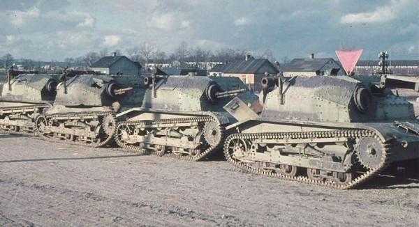 Polskie tankietki zdobyte przez niemców (fot. Hugo Jaeger)
