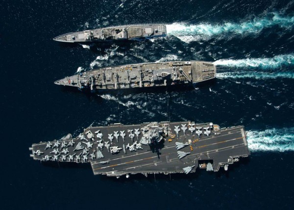 USS Enterprise wraz z USS Gettysburg i USS Detroit - 11 listopada 2003 roku