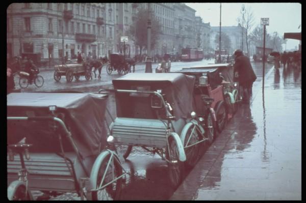 Warszawa po zdobyciu w 1939 roku (fot. Hugo Jaeger)