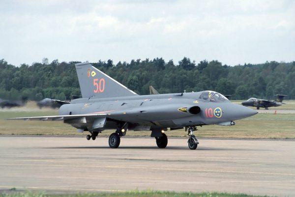 Szwedzki J35 Draken (fot. Bob Schleiffert)
