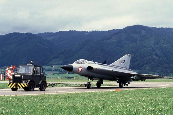 Austriacki J35 Draken (fot. Bob Schleiffert)
